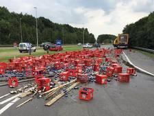 Vrachtwagen verliest lading bier op N323 bij Echteld