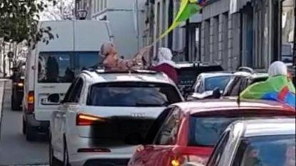 Politie zoekt foto's en filmpjes om deelnemers roekeloze trouwstoet in Ronse te identificeren