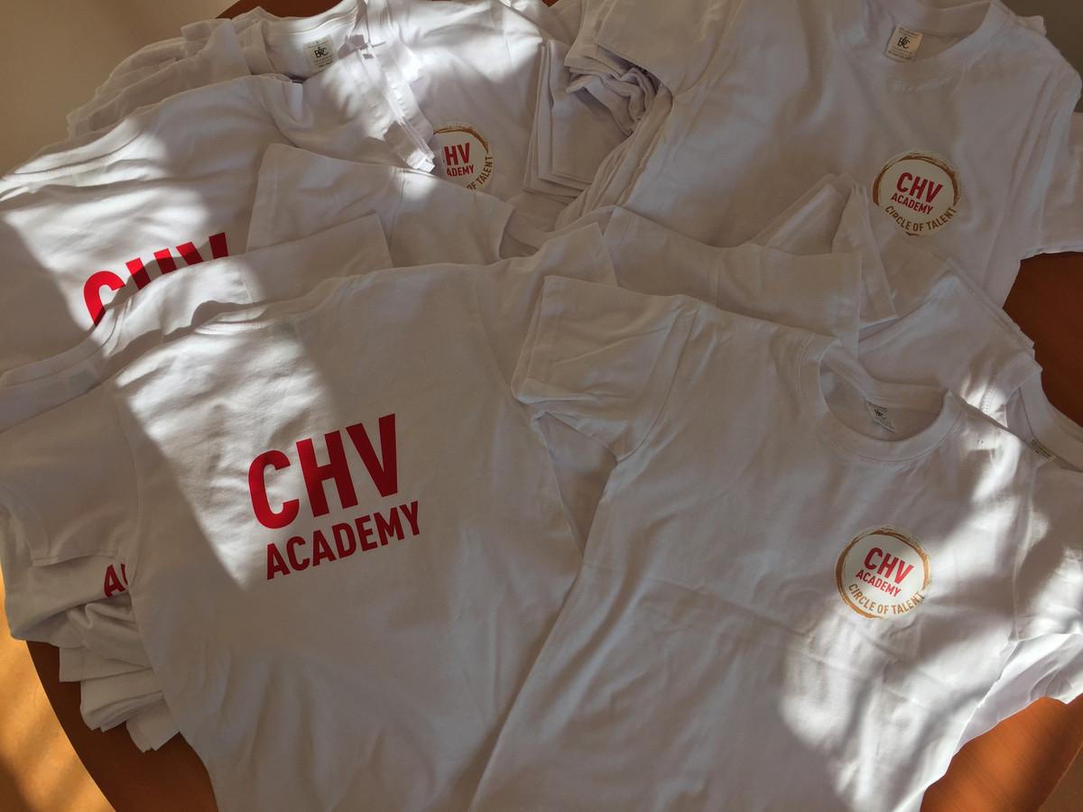 De shirts die de kinderen van het 160-koppige kinderenkoor gaan dragen bij het bezoek van Màxima op 10 september.