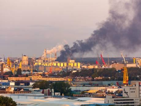 Brand bij sloop van onderzeeboot in Vlaardingse haven onder controle, sloopwerkzaamheden stilgelegd