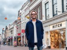 Bas Smit bezoekt vriend Bas Bobeldijk in teststraat Wilnis: 'Niet normaal wat hij neerzet'