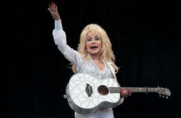 Countryzangeres Dolly Parton mag dan wel een wereldster zijn vanwege haar iconische hits zoals Jolene en 9 to 5, haar eigen man Carl Dean is niet echt een liefhebber van haar muziek.