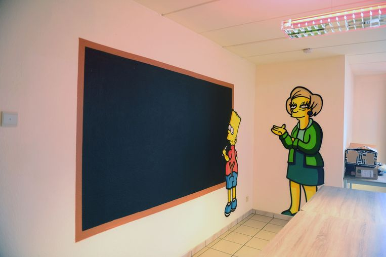 Het krijtbord met Bart Simpson en Mrs. Krabapple. Op het bord kunnen de studenten berichten achterlaten.