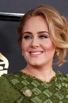 Zoontje Adele al even grofgebekt als moeder