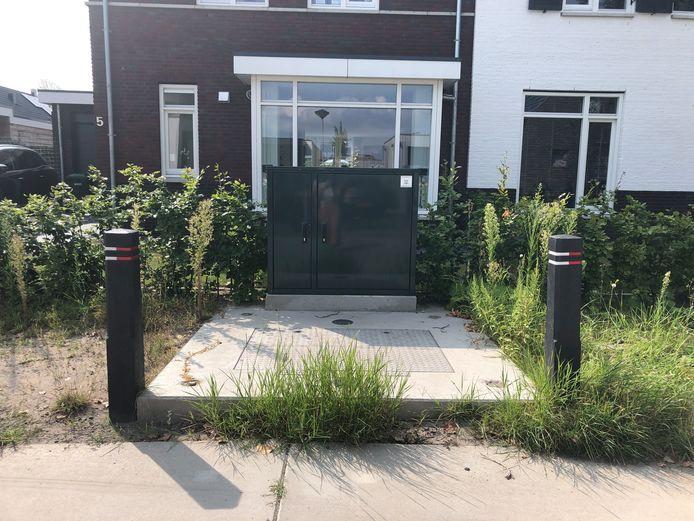 De rioolkast staat al twee jaar pal voor een huis aan de Hazelaarlaan.