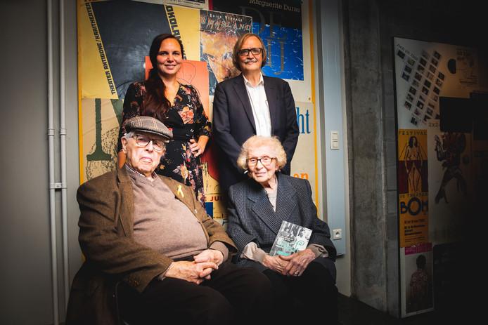 Jacques Bloch met familie en de auteurs van het boek.