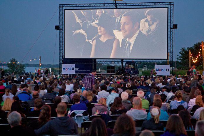 Spijkenisse had wel vaker bioscoopvoorstellingen langs de Oude Maas. Nu moet er alleen afstand worden gehouden.