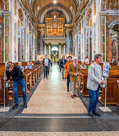 Bezoekers zijn blij dat de godshuizen weer open zijn: 'We hebben de kerk heel erg gemist'