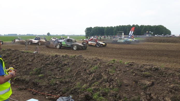 De start van één van de meer dan 60 manches op het circuit