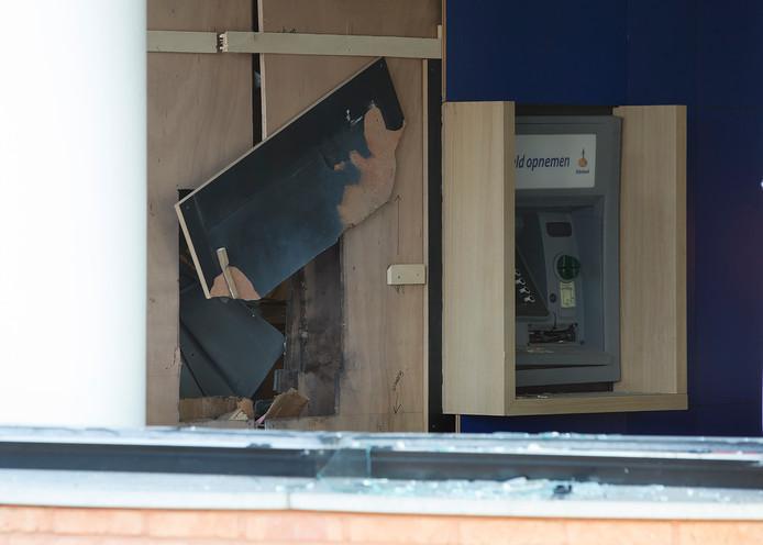 Met een explosief wisten de krakers een pinautomaat op te blazen.