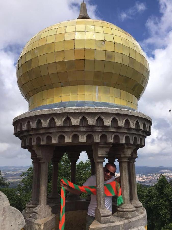 Lid van het eerste uur Luc Schuurkes toont de Tilburgse kleuren in Sintra (Portugal).