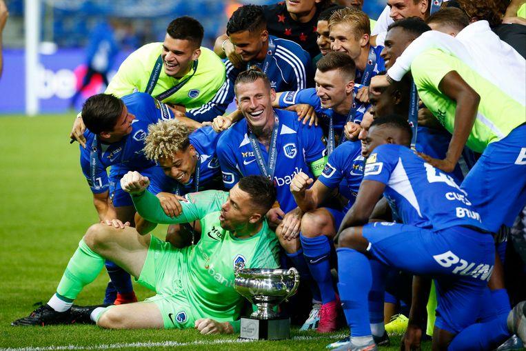 De spelers van Genk vieren hun overwinning.