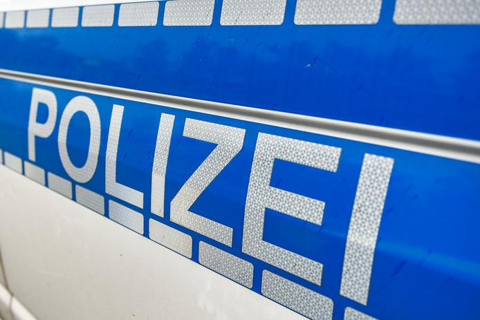 De Duitse Polizei is bezig met een verkeerscontrole aan de grens tussen Duitsland en Nederland op de A7 bij Bunde.