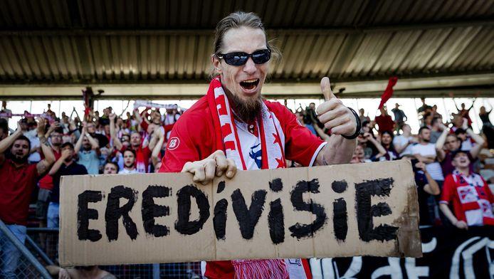 FC Emmen-supporters vieren promotie.
