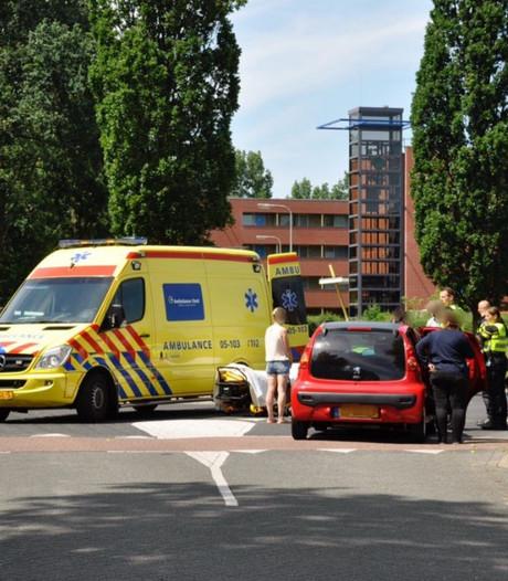 Fietser naar ziekenhuis na aanrijding met auto in Rijssen