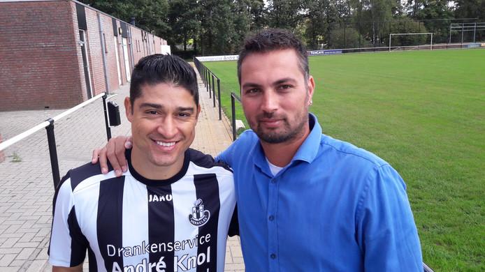 Everton (l.) en AVC-trainer Randolph de Fretes.