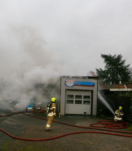 Bedrijf in brand aan de Baanhoek in Sliedrecht