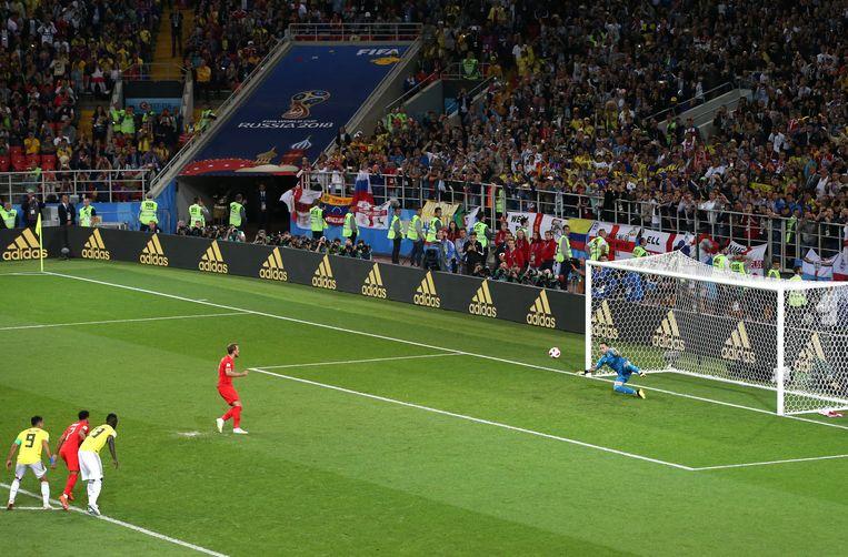 Harry Kane benut voor Engeland op het WK een penalty in de wedstrijd tegen Colombia. Beeld Getty Images