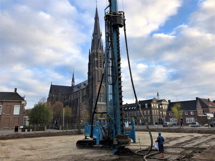 Op 28 oktober werd de eerste boorpaal geplaatst met de enorme boorstelling. Een mijlpaal voor bouwbedrijf van de Ven.