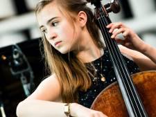 Utrechtse Donna (14) strijdt mee in finale klassiek concours: 'Zenuwen zijn best een ding. Maar als ik begin te spelen dan neemt de muziek mij over'