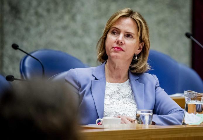 Cora van Nieuwenhuizen (Infrastructuur en Waterstaat) tijdens een debat in de Kamer.