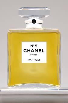 Chanel N°5, le parfum des parfums, fête ses 100 ans