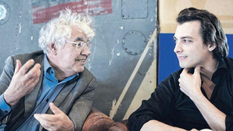 Geert Mak (links) en Thierry Baudet in debat met elkaar over Europa, ontheemding en het verlangen naar een vertrouwde plek. Beeld Patrick Post