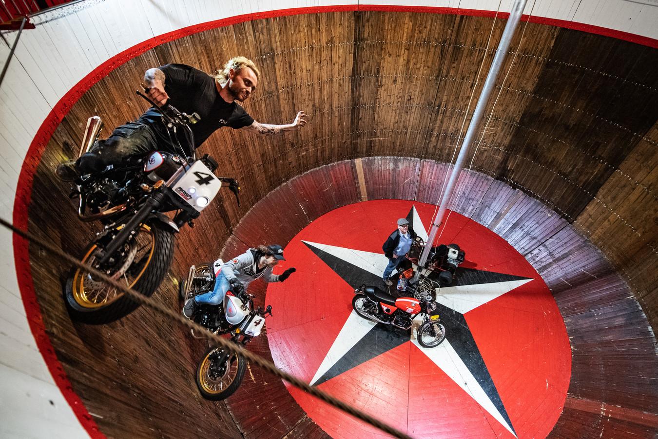 Nijmegen: Marvin Prinssen(L), Reymond Verhoef en Henri van Woerkum in de trommel van de steile wand.