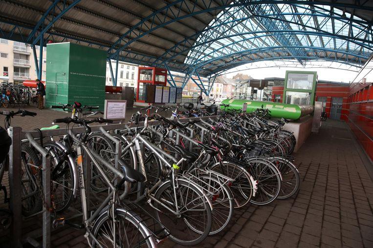 De fietsen in de stallingen aan het station van Halle zijn een favoriet doelwit van fietsdieven.