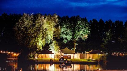 Romantische must-do: dineren op een meer midden in de natuur