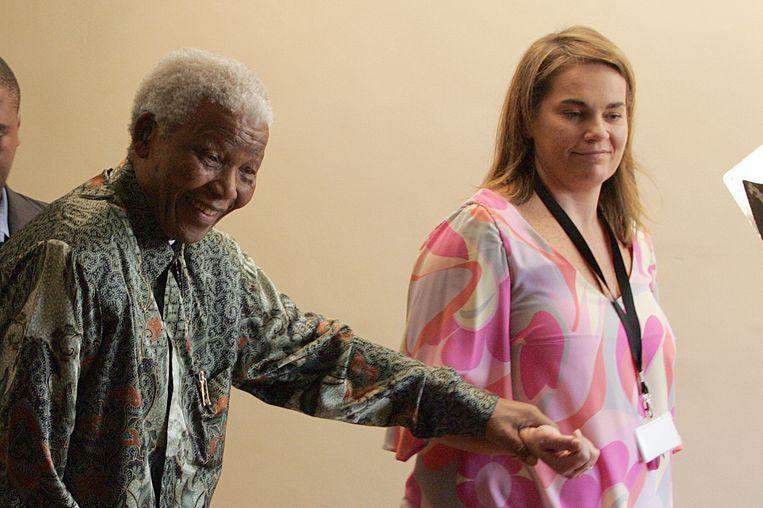 Nelson Mandela en Zelda la Grange in 2008.  Beeld AFP