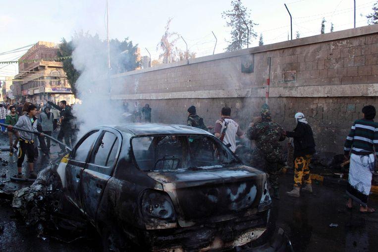 Het wrak van auto die werd gebruikt bij de zelfmoordaanslag. Beeld epa