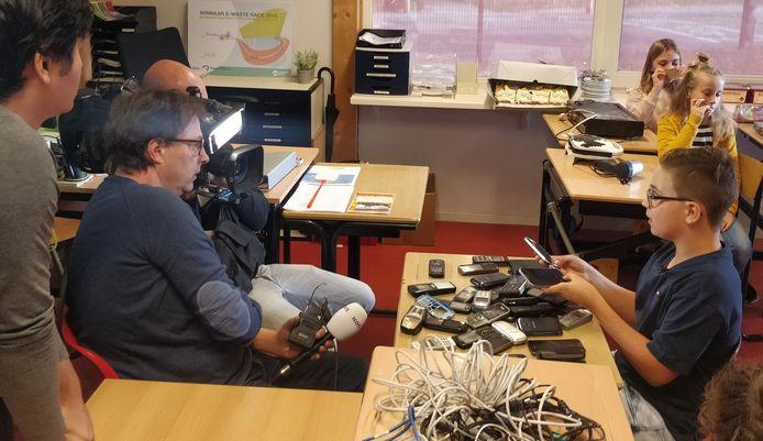 Vorig jaar kwam het jeugdjournaal opnames maken van de E-waste Race op de Timotheüsschool in Oldebroek. Deze school won de wedstrijd uiteindelijk ook.