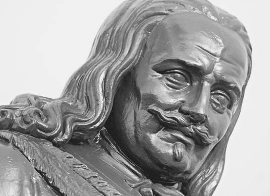 Het standbeeld van Michiel de Ruyter.