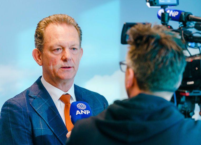 Fred Westerbeke staat de pers te woord over de uitlevering van Ridouan T. van Dubai naar Nederland. Beeld ANP