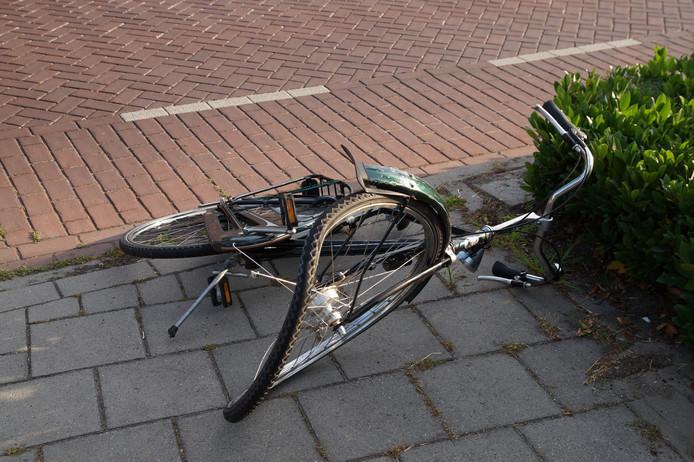 Fiets zwaar beschadigd na aanrijding in Nieuwkuijk