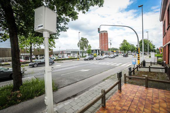 Eén van de 37 Brugse flitspalen, hier langs de Maalse Steenweg.