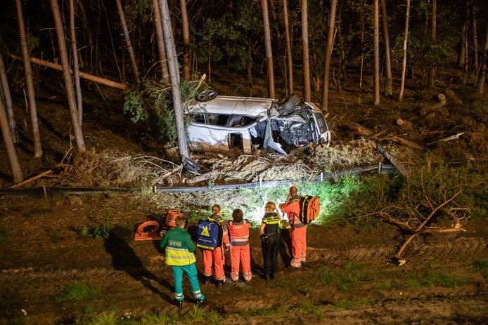 Een vrouw overleefde het ongeluk op de A27 bij Hilversum niet.