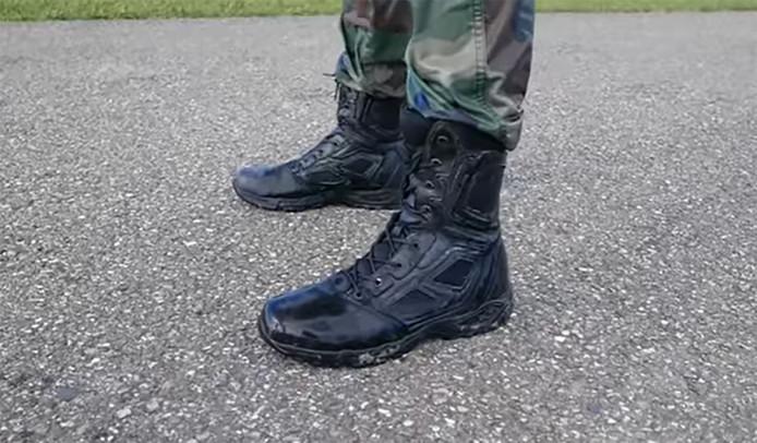 Het Team Korps Mariniers loopt de Roparun op zwarte gevechtslaarzen.