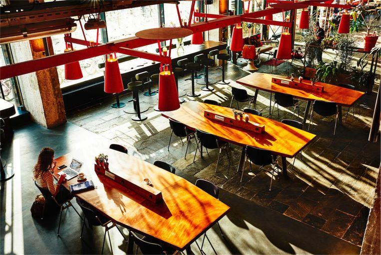 Studeren met een groep? in Het Volkshotel kun je een eigen 'cabine' huren. Beeld Het Volkshotel
