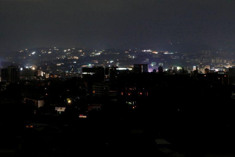 De Venezolaanse hoofdstad Caracas tijdens de 'black-out'. Beeld REUTERS