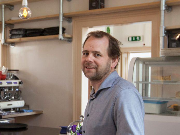Gijs Peteroff in zijn Genietcafé in Zutphen.
