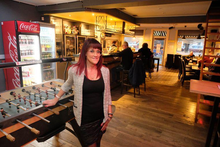 Kathy Hendrickx van café Don Quichote in het dorp van Onze-Lieve-Vrouw-Waver
