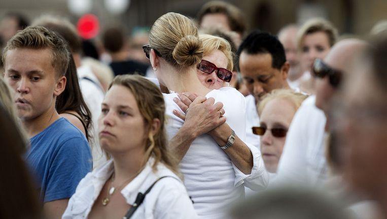 Deelnemers aan de stille tocht in Amsterdam voor de slachtoffers van de vliegramp in Oekraïne. Beeld anp