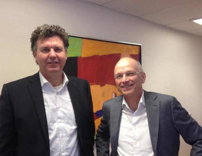 Ziekenhuisbestuurders Bert kleinlugtenbeld (links) van het SKB en Chrit van Ewijk (rechts) van het Slingeland Ziekenhuis.