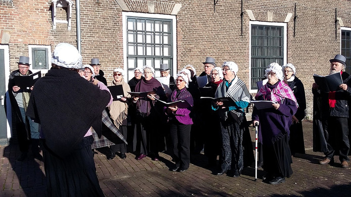 Het Bavokoor zingt Christmas Carols in Goes.