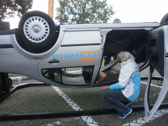 Naast de simulator auto te water biedt Veilig Verkeer Nederland meerdere cursussen met simulatoren. Waaronder de kantelsimulator.