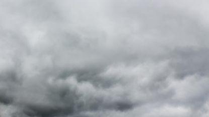 Stevige buien met krachtige wind en een donderslag mogelijk bij temperaturen tot 15 graden