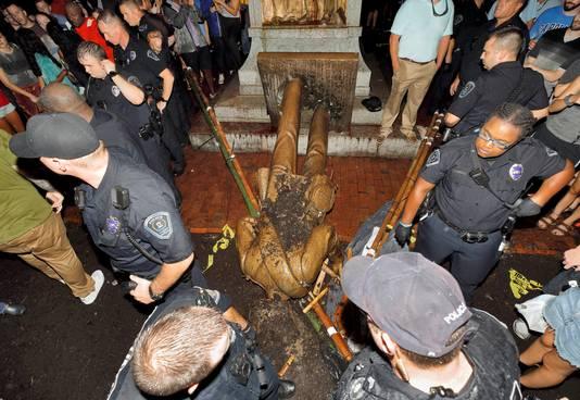 In de VS worden steeds vaker monumenten verwijderd die aan de burgeroorlog herinneren.