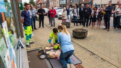 Kontich-Kazerne krijgt eerste AED-toestel